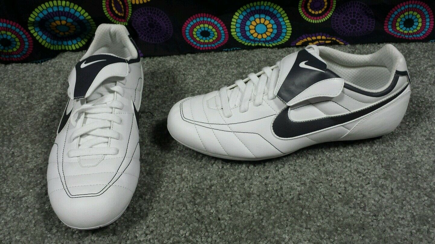 Women's Nike White & Black Versatract Cleats, Price reduction The most popular shoes for men and women