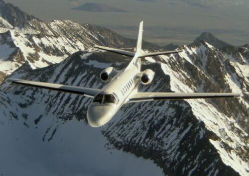Canvas Cessna Citation V Ultra Flies Above Mountains Art print POSTER
