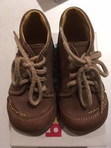 Zapatos De Cuero Babybotte Fouzy Marrón/Beige Rrp £ 39.95 masiva Navidad Venta £ 5.99