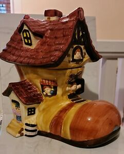 VINTAGE-BICO-CHINA-LITTLE-OLD-LADY-LIVES-IN-A-SHOE-COOKIE-JAR-Minor-Paint-Chip