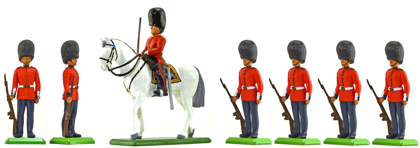 Britains Scots Guards at Ease with Officer - Painted Toy Soldiers set 000802a