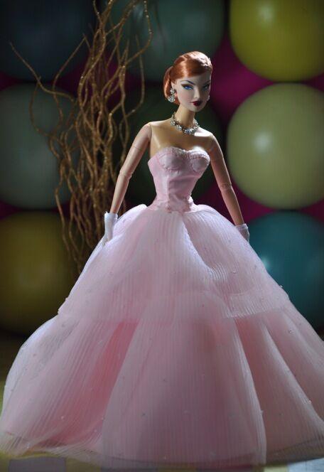 2012 Barbie Convención Exclusiva  Pétalo perfecto  por Dressmaker detalles nunca quitado de la caja