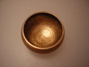 Gehämmerte Sonore Coque Singing Bowl Népal 950 Gram Avec Battant (gl)-afficher Le Titre D'origine Quell Summer Soif