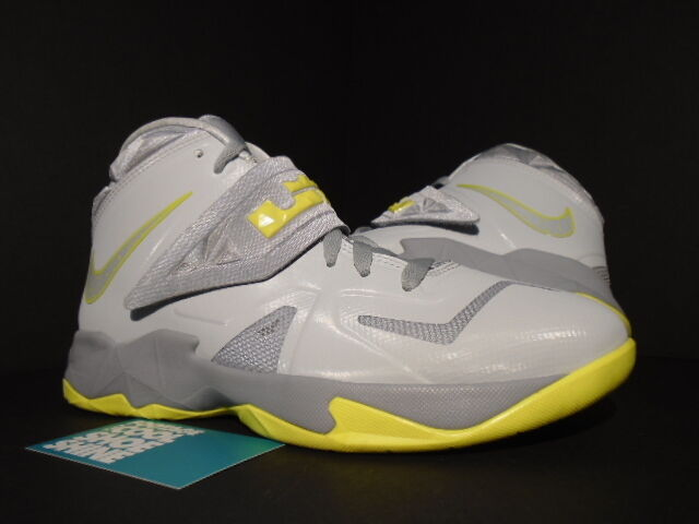 new concept 48be8 9e548 NIKE ZOOM SOLDIER VII 7 GS LEBRON JAMES PURE PLATINUM WOLF GREY SONIC  YELLOW 7Y
