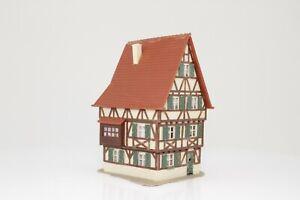 Faller-Spur-N-Fachwerkhaus-fertig-aufgebaut