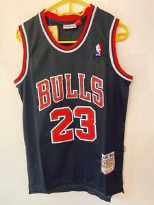 MICHAEL-JORDAN-CHICAGO-BULLS-23-BLACK-NBA-Basketball-SWINGMAN-JERSEY-Shirt