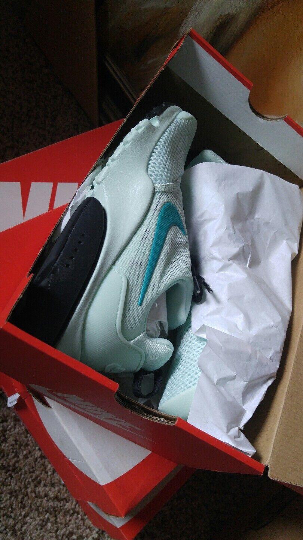 c58b241d46a1 ... Nike Women s Presto Fly Fly Fly Size 6 6.5 8.5 9.5 Igloo Clear Jade  Black 910569 ...