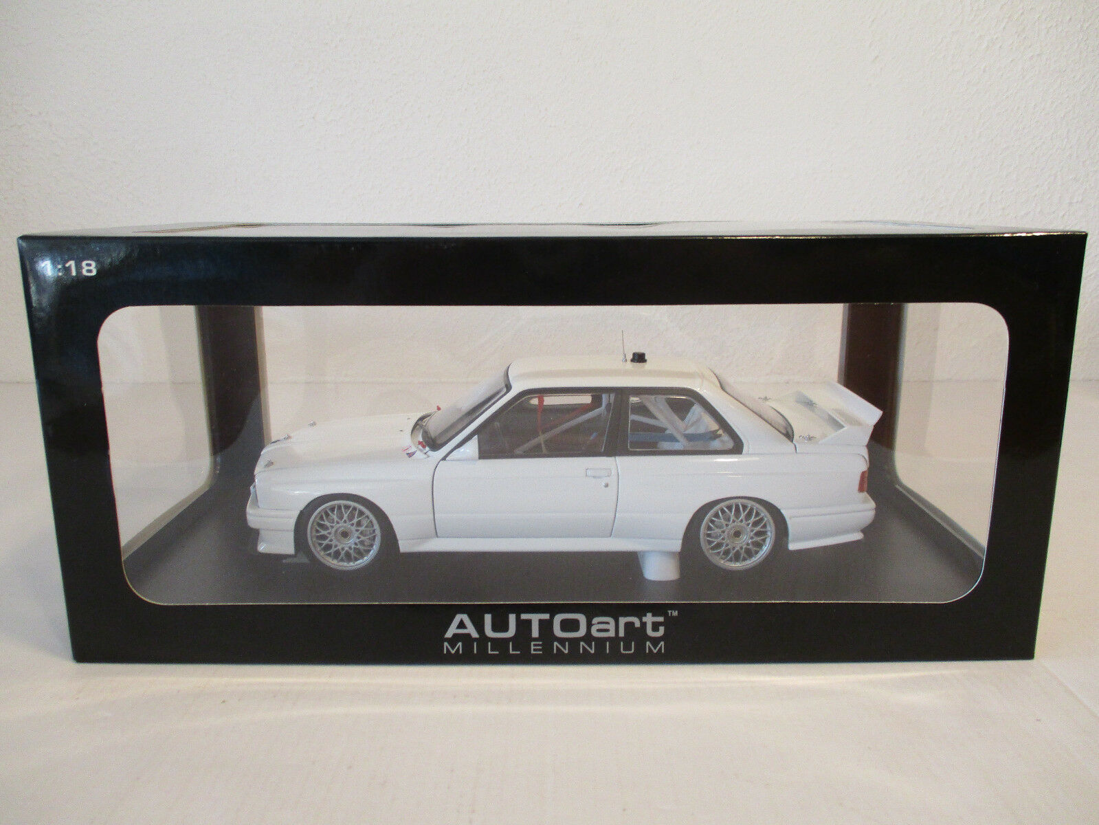 (GOK) 1 18 Autoart BMW m3 e30 DTM Plain Body Versione biancaneu OVP