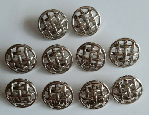 GK884 10 x 18mm Large Silver Lattice Round Plastic Shank Buttons