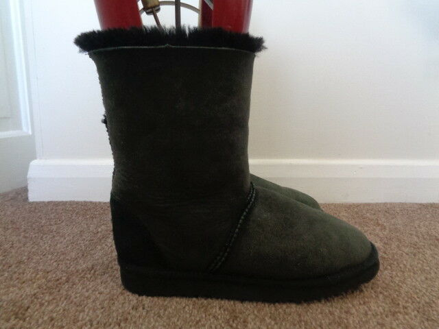 JUST SHEEPSKIN BLACK ANKLE BOOTS SIZE 6