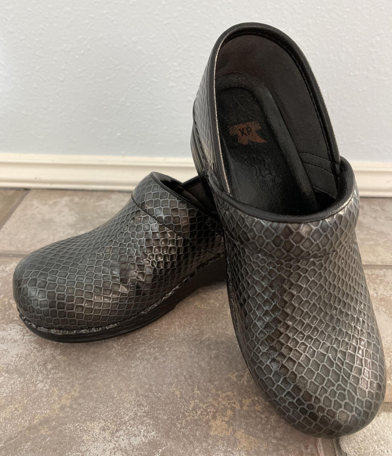 Dansko Black Patent Textured Honeycomb XP Clogs Leather, Size 38 EU (US 8)