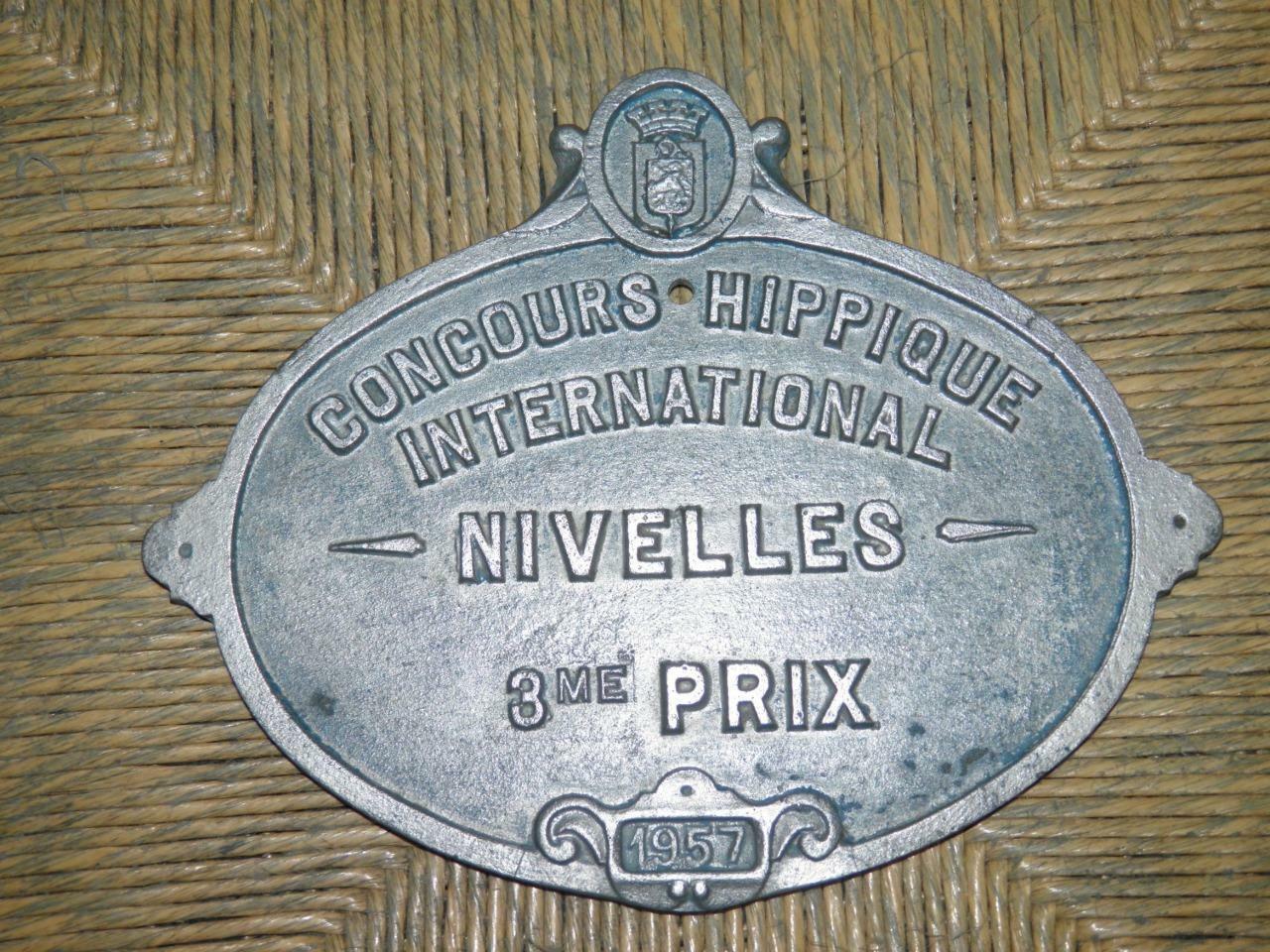 VINTAGE 'Concours HIPPIQUE Internazionale NIVELLES 1957' Equitazione Trofeo Muro