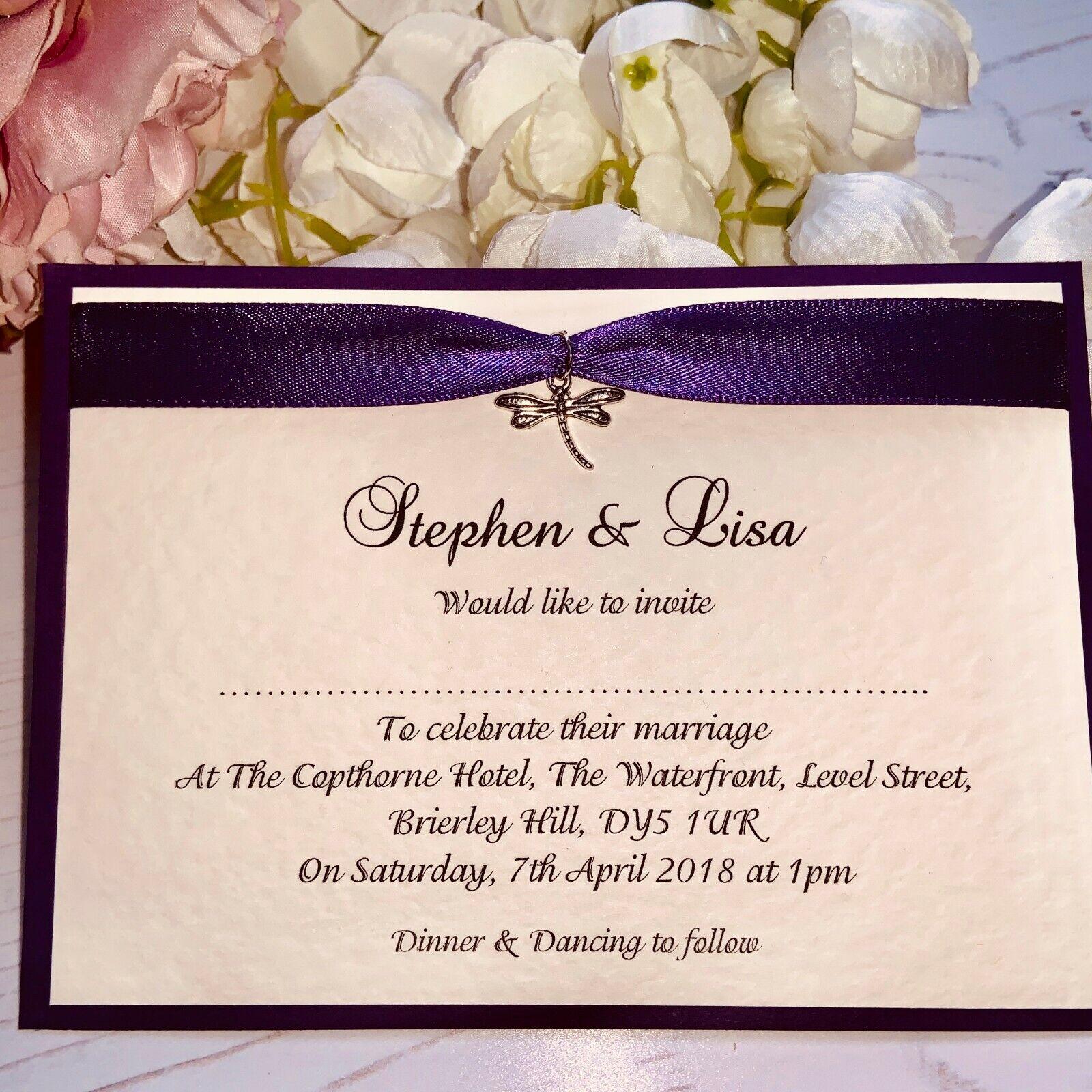Wedding Invitations - lila Ribbon & Silber Dragonfly Charm - Pack of 50