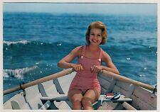 ROWING GIRL in SWIMSUIT / MÄDCHEN im BADEANZUG RUDERT * Vintage Italian 60s PC