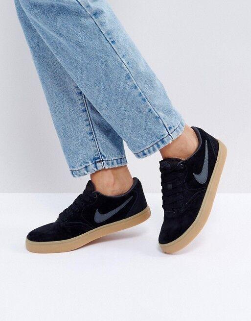 Nike SB Carreaux solaire baskets en noir en daim avec gomme semelle. Pointure 7.5. EU 42-
