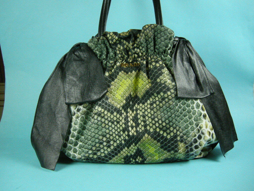 15b68ba34eea8 Prada Damen Schultertasche Schultertasche Schultertasche Leder Nylon  St.Pitone Bag Tasche Handtasche mit Zert.