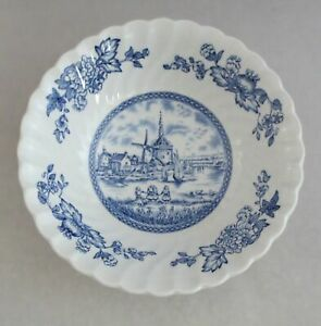 2-Johnson-Brothers-England-Tulip-Time-Blue-White-Background-6-1-4-034-Cereal-Bowls
