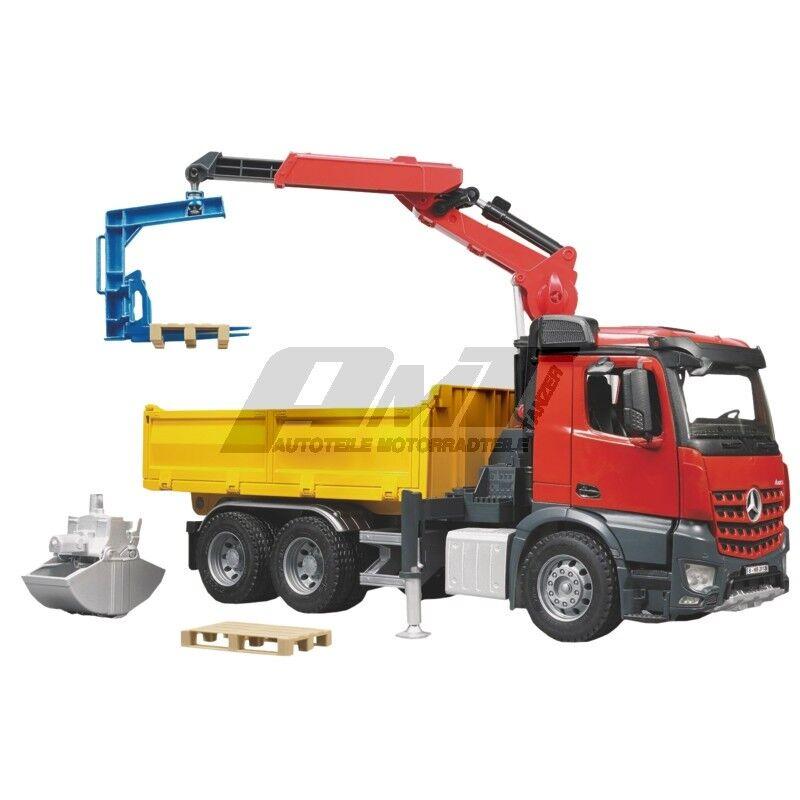 Bruder 03651 - MB Arocs Baustellen-LKW mit Kran Schaufelgreifer Palettengabeln