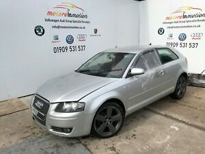 Audi-A3-8P-2-0-TDI-BKD-LY7W-argent-clair-en-cuir-rouge-Breaking-Pedale