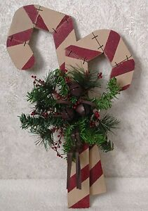 Country-Christmas-WOOD-CANDY-CANE-HANGING-DOOR-PLAQUE-Jingles-Bells-Garland