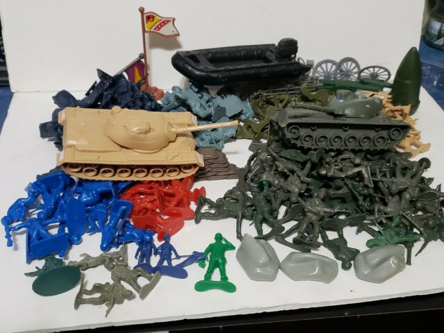 HUGE Mix Lot VINTAGE Army Men Plastic Toys Civil War Tank Boat Playset Figures