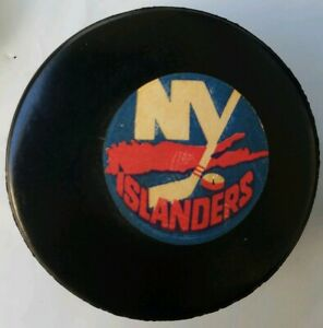 NEW-YORK-ISLANDERS-VINTAGE-VICEROY-MADE-N-CANADA-NHL-APPROVED-OFFICIAL-GAME-PUCK