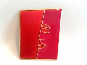 Abstract-Face-Red-Colored-Enamel-on-Brass-tone-Metal-Vintage-Brooch-Pin