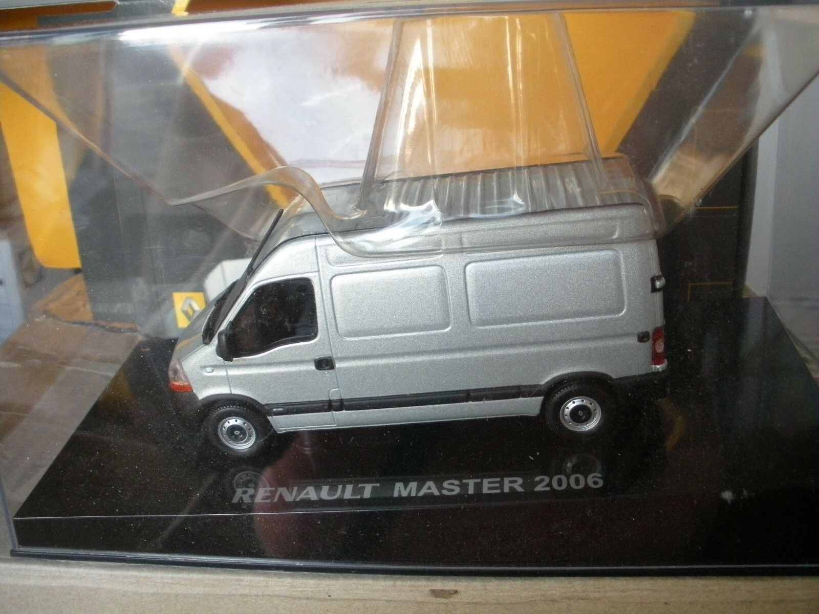 Voiture miniature renault master 2006 1 43