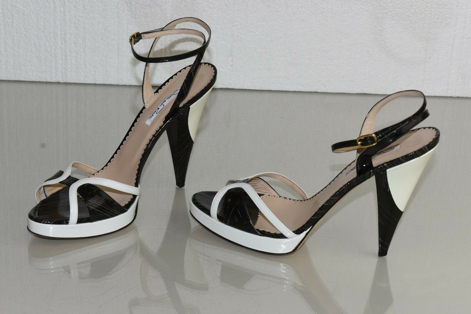 Neu Oscar De La Renta Plateau Lackleder Schwarz Weiß Sandalen Schuh 40.5
