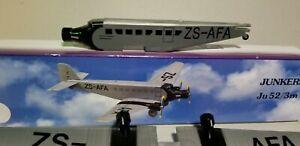 FLIGHT-MINATURE-MODELS-SOUTH-AFRICAN-AIRWAYS-JU-52-3M-PLASTIC-SNAPFIT-MODEL