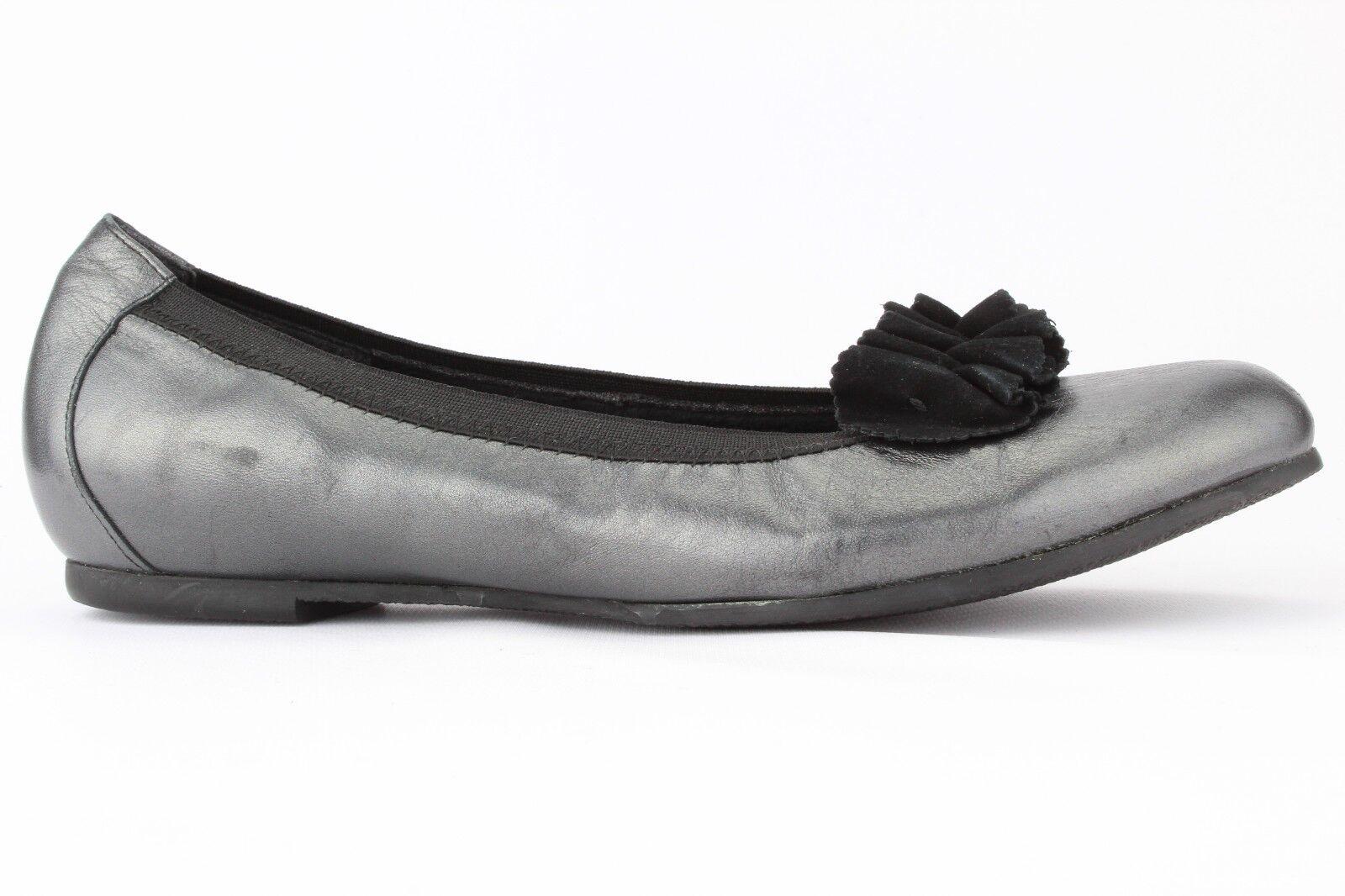 Munro American Women's Pewter Metallic Black Leather Merrie Ballet Flat Size 9M