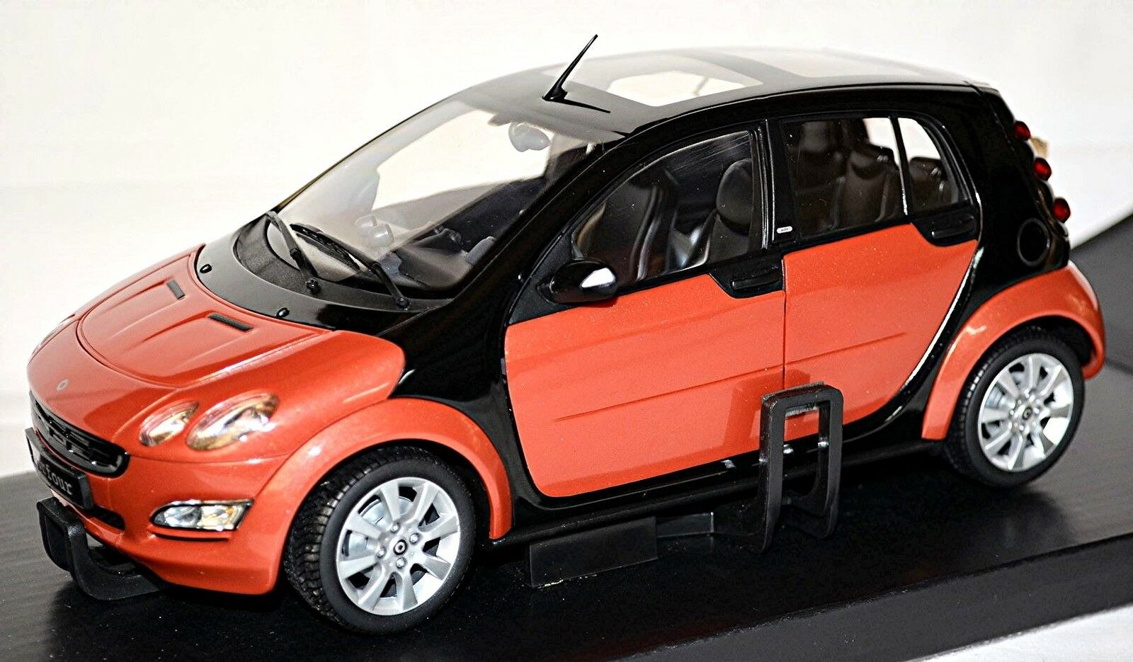 SMART FORFOUR w 454 Limousine 2004-06 Red Metallic Flame Red 1 18 Kyosho