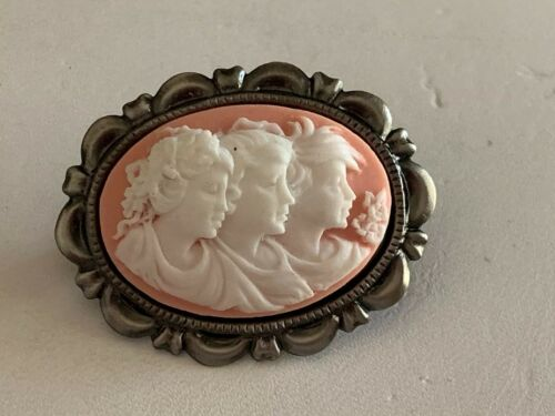 NEW ITEM SALE-PETITE RAISED-RELIEF 3-GENERATIONS CAMEO BROOCH.pk.ant.silver