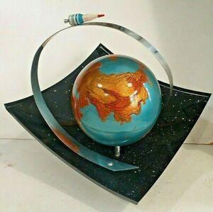 Soviet space memorabilia Vintage lucite fusée globe terrestre ciel années 60