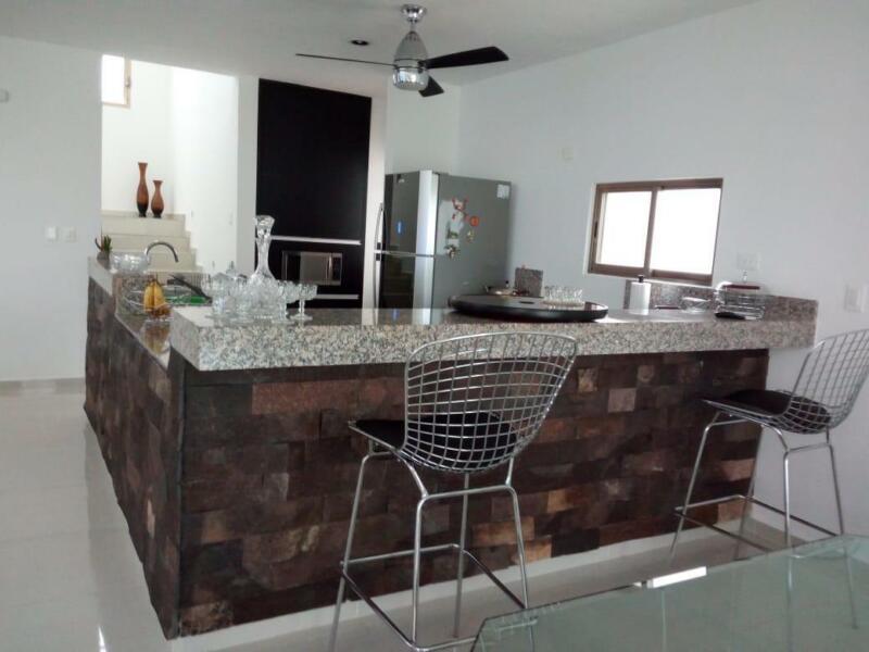 Se vende casa en el Fracc. San Diego Cutz 3 habs., 3.5 baños y piscina