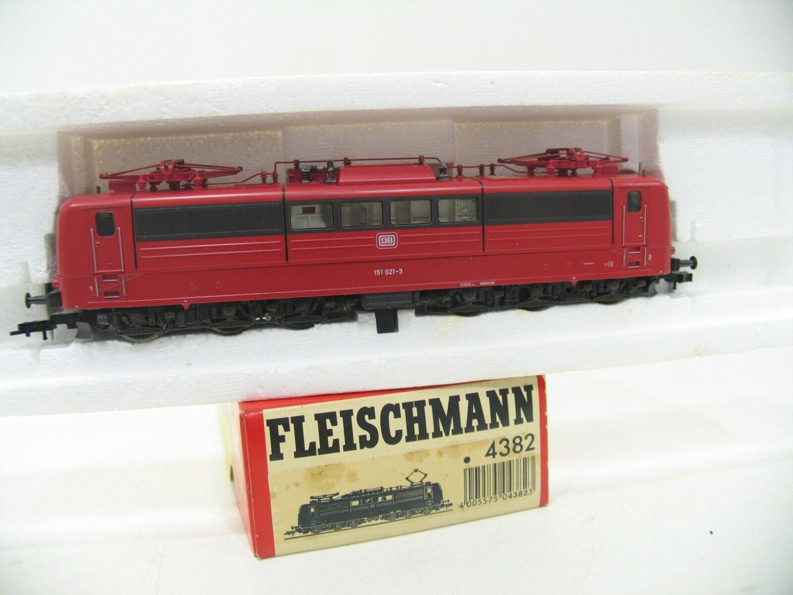 Fleischmann 4382 E-LOK BR 151 Red DB WM877