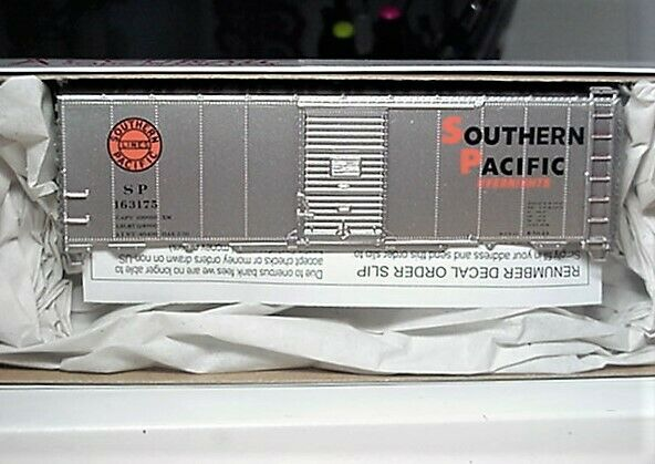 Accurail HO 8105 Southern Pacific- Overnights  AAR 40' Steel Boxcar # 163175