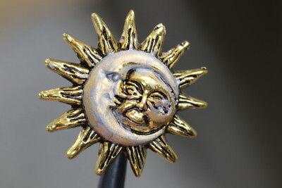 goldene Sonne und Silbermond wohl ab 2010 Hübscher Metall-Zierknopf