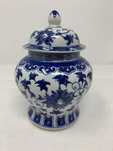 Vintage-Chinese-Blue-And-White-Porcelain-Ginger-Jar-Made-In-China