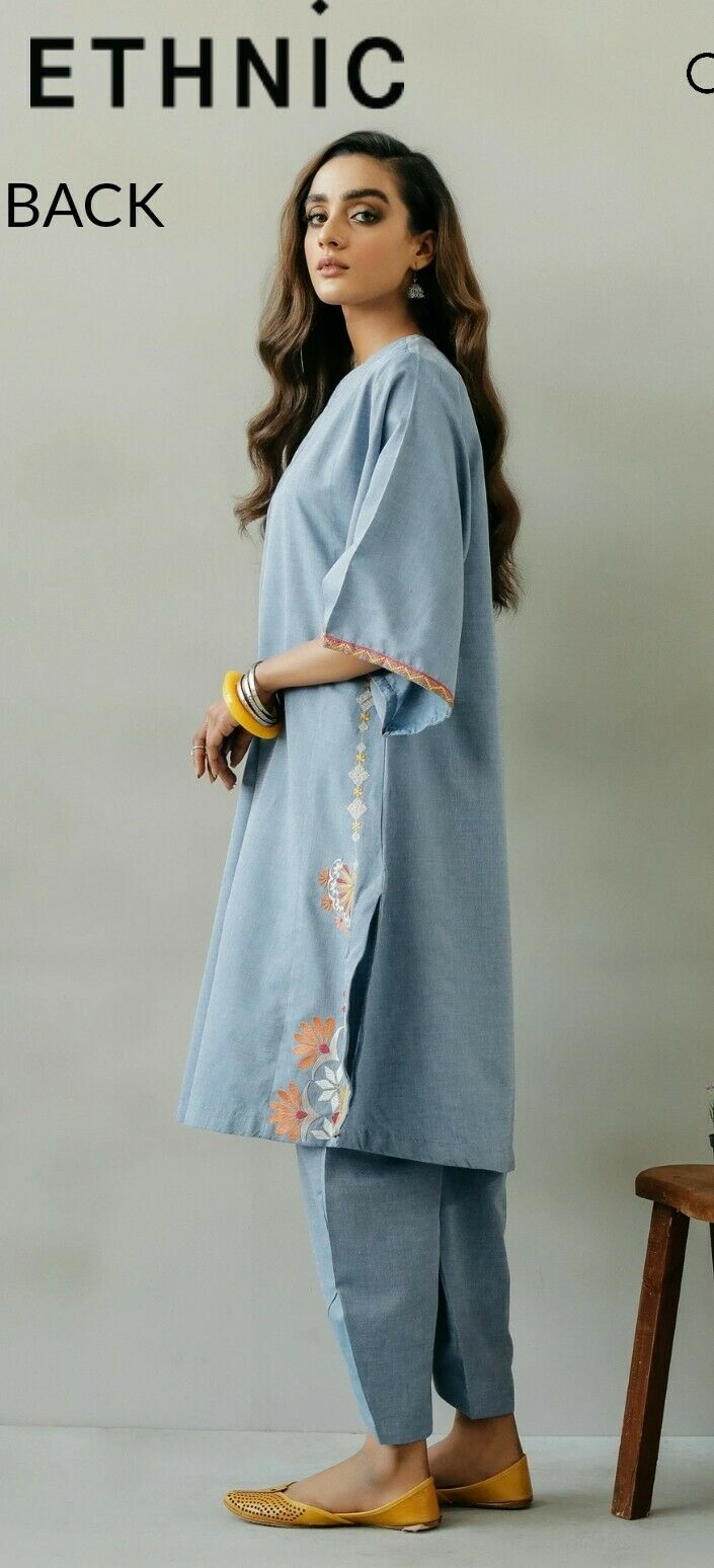 Beautiful Embroidered Ethnic Kurta and Tulip Trouser size Large New With Tags