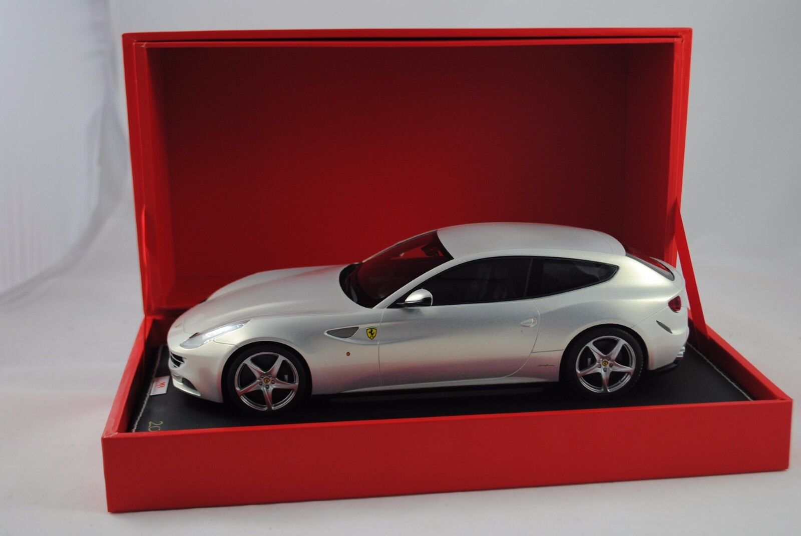 1 18 Mr Collection MODELS FERRARI FF argentmet. limitée 020 199 RARE §