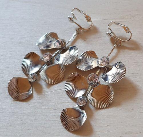 Orejas clips plateado con pedrería