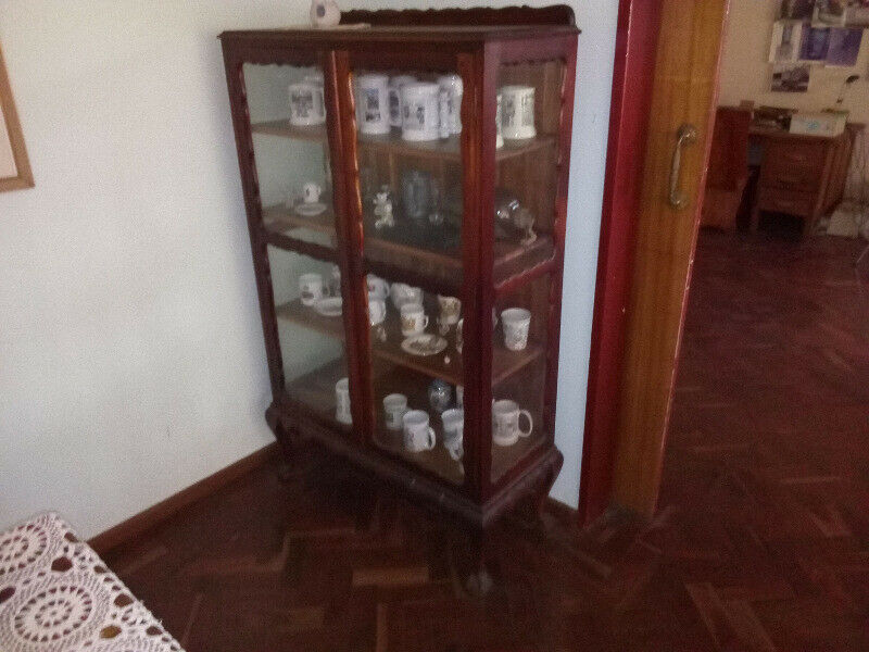 Antique Blackwood display cabinet in excellent condition