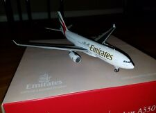 1:200 Gemini Emirates Airbus A330 diecast  model plane  A6EKR   w/ stand