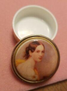 Vintage-Pill-Box-Grecian-Woman-Art-Round-Goldtone-Box