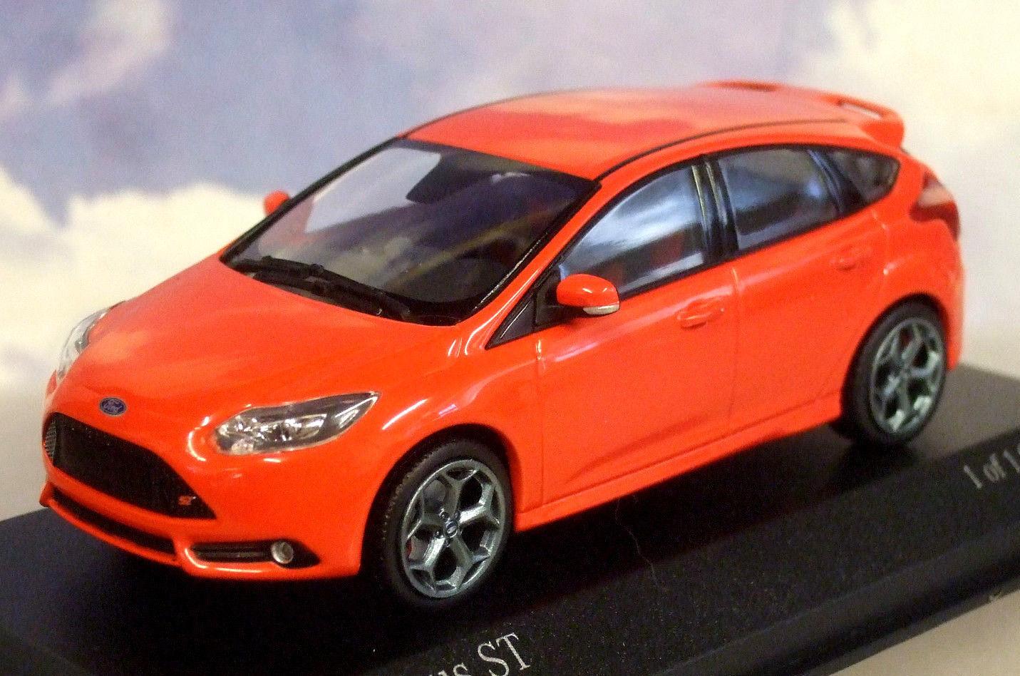 FORD FOCUS ST 2011 RACE röd MINISTAMPS 41008001 1  43 ENGLAND röd röd