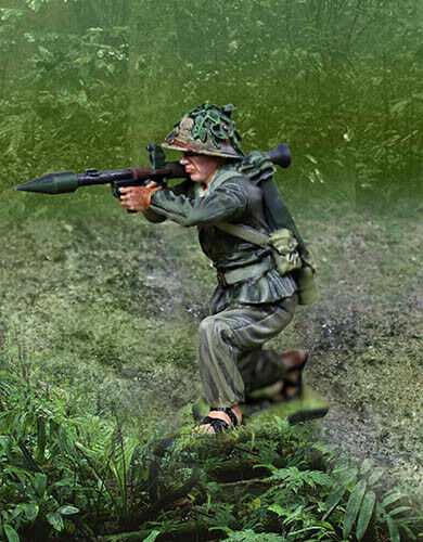 COLLECTORS SHOWCASE VIETNAM WAR CS01011 VIETCONG KNEELING FIRING RPG MIB