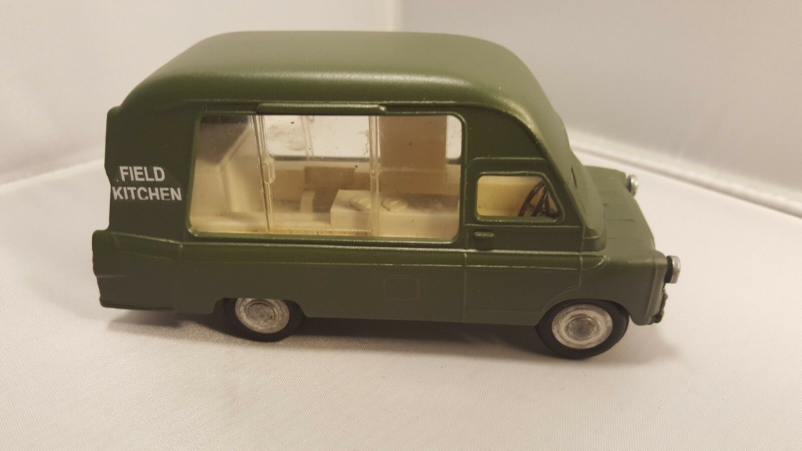 SPOT ON TRIANG BEDFORD FIELD KITCHEN rare restored ace model