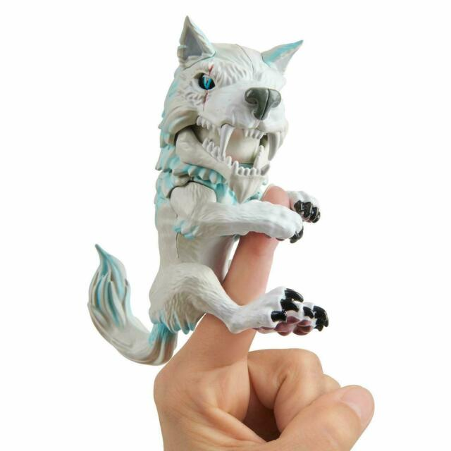 Untamed Dire Wolf by Fingerlings - Blizzard (White and Blue)