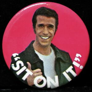 Vintage-1976-Happy-Days-The-Fonz-SIT-ON-IT-Pinback-Button-Paramount-Picture